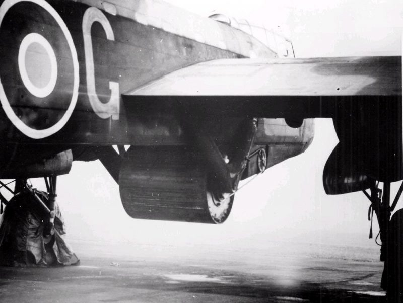 Бомба под «Avro Lancaster».