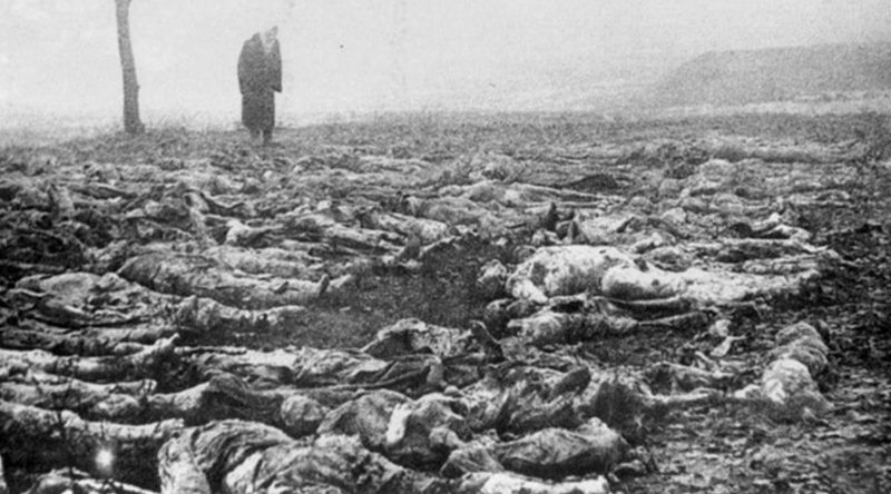Трупы в ямах, вырытых на территории Сырецкого концлагеря, 1943 г.