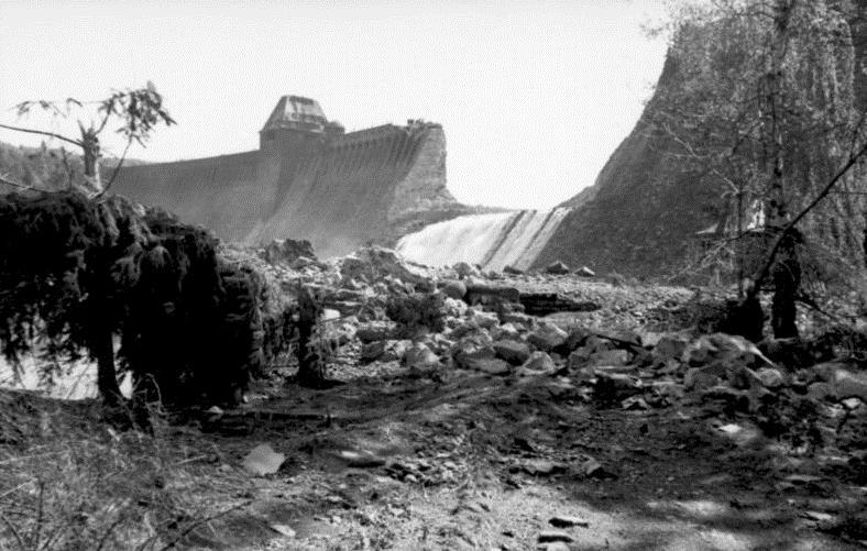 Плотина Мёне после налета.