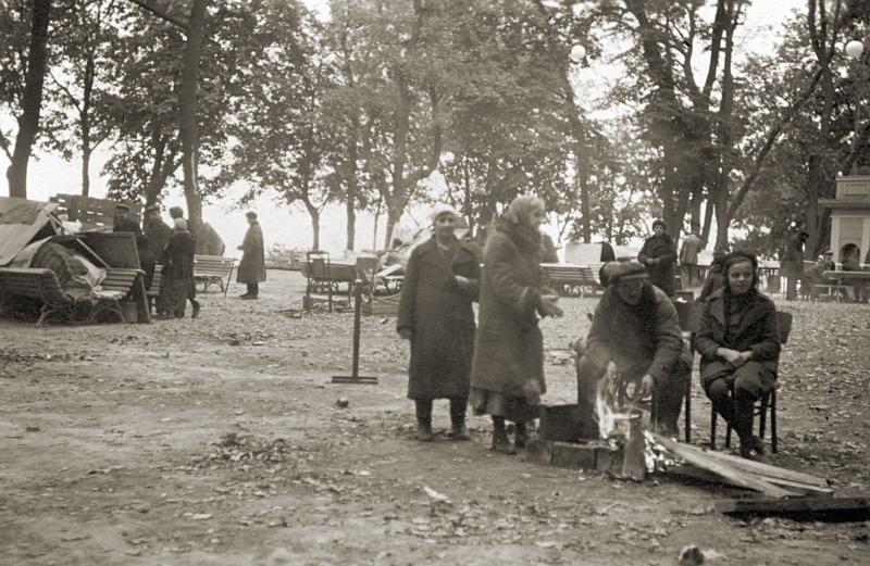 Погорельцы. Первомайский (ныне Городской) парк. Сентябрь 1941 г.
