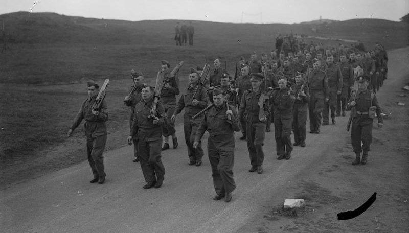 Ополченцы на марше в Земессардзе. 11 сентября 1940 г.