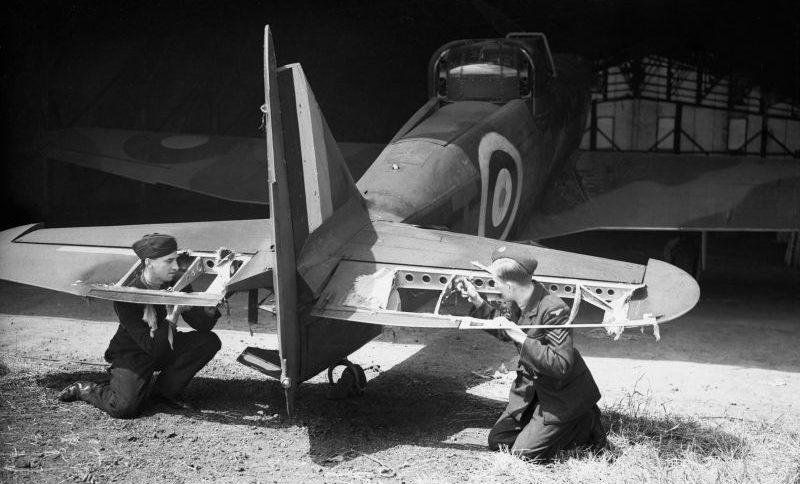 Поврежденный истребитель «Дифайэнт» на авиабазе Даксфорд. 29 июня 1940 г.