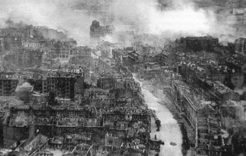 Крещатик после пожара. Октябрь 1941 г.