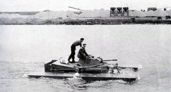 Плавающий танк «Schwimmpanzer II» с поплавками.