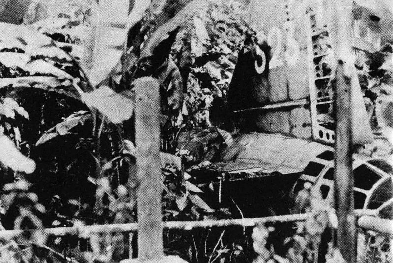 Обломки самолета G4M, на котором погиб адмирал Ямамото.