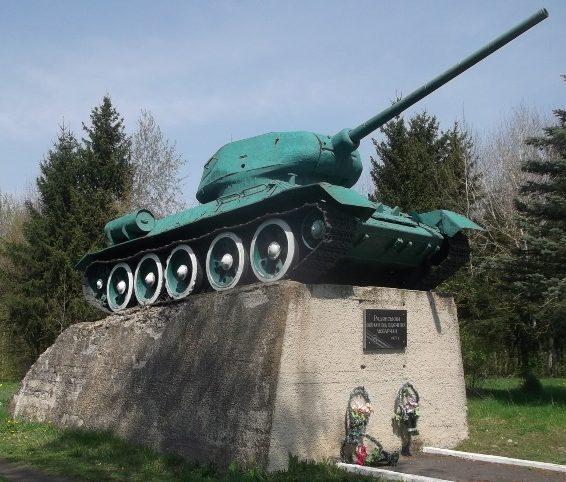 п. Любар. Памятник воинам-освободителям.