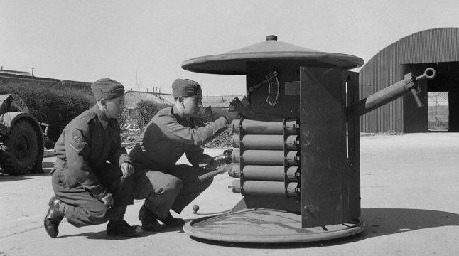 Расчет ополченцев у миномета Smith Gun. 1940 г.