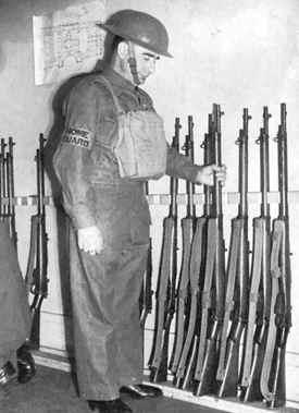 Ополченец на дежурстве. 1940 г.