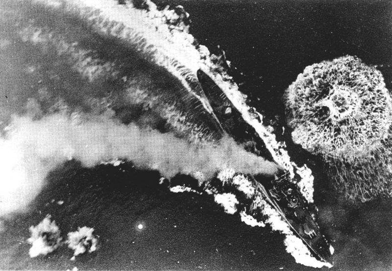 Легкий крейсер «Глостер» под ударом немецких бомбардировщиков. 22 мая 1941 г.