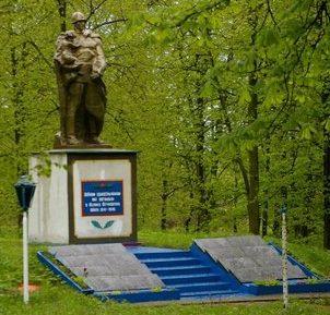 с. Старая Чертория Любарского р-на. Братская могила советских воинов.