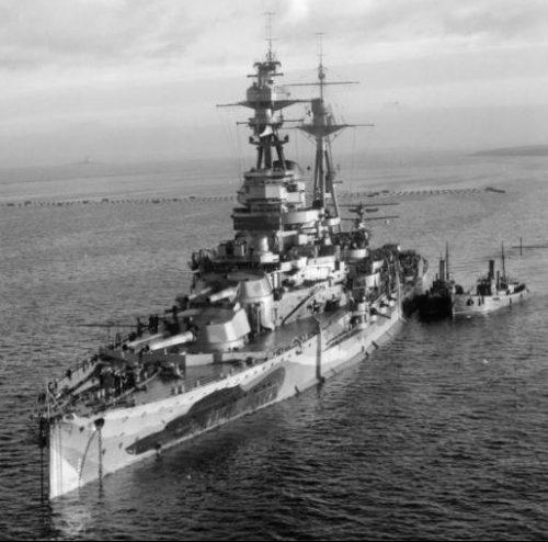 Линкор «Резолюшн» на военно-морской базе Хатстон. 28 ноября 1941 г.