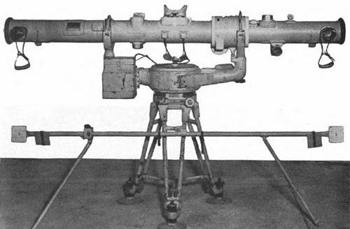 Дальномер с 2-х метровой базой использовался для определения высоты самолетов.