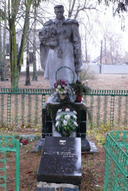 с. Йосиповка Малинского р-на. Могила Героя Советского Союза Хмелева П.В.