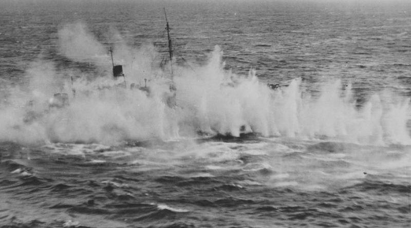 Немецкое судно под огнем штурмовика «Бофайтер». 1940 г.