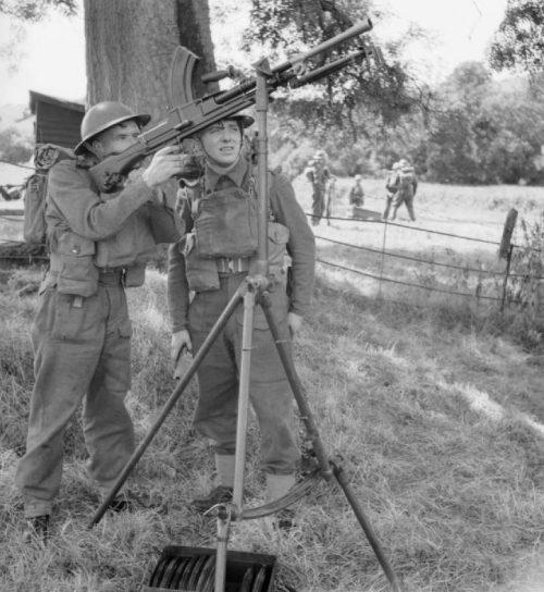 Ополченцы с пулеметом Бренна во время учений у Эксетера. 10 августа 1941 г.