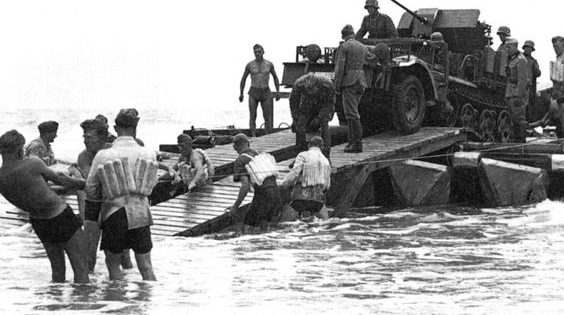 Кадры из фильма о высадке немцев на «британский» берег.