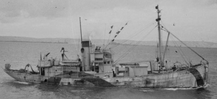 Минный дрифтер «Киндред Стар» у острова Портленд. 1941 г.