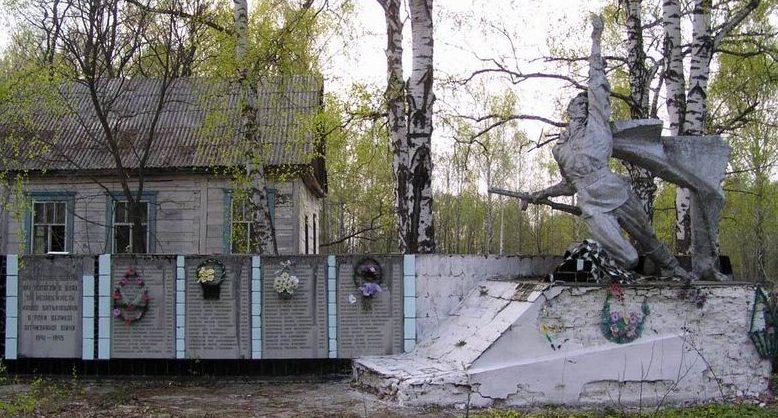 с. Звездаль Народичского р-на. Памятник советским воинам.
