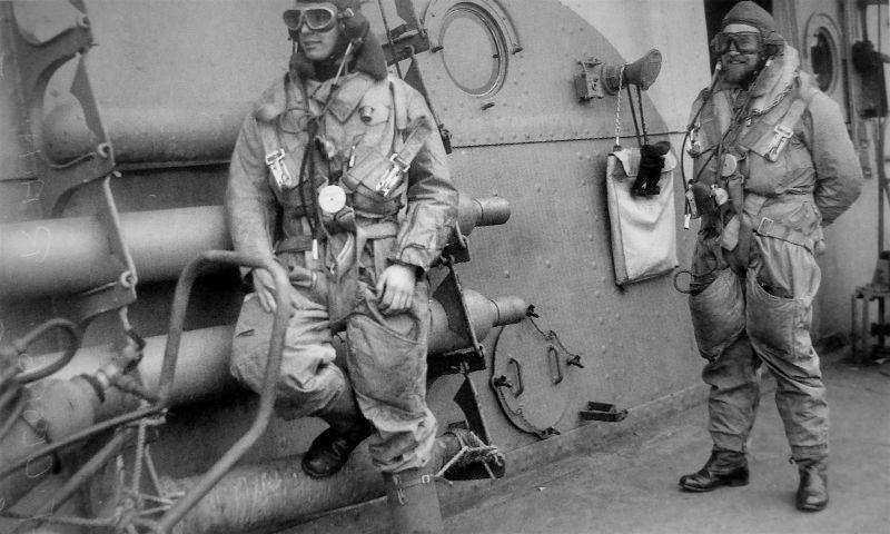 Летчика британского авианосца «Викториес» перед вылетом. Февраль 1942 г.