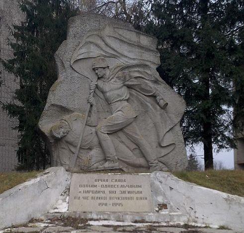 п. Народичи. Памятник воинам-односельчанам.