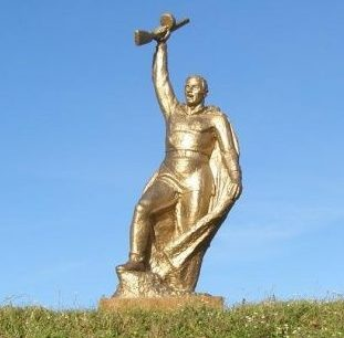 с. Вышковка Новоград-Волынского р-на. Братская могила воина и двух партизан.