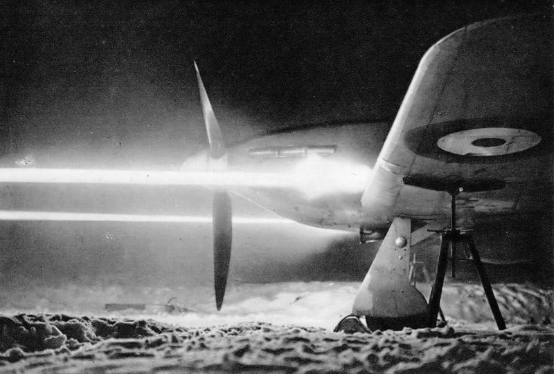Ночная пристрелка пулеметов Browning Mk 1 истребителя «Харрикейн». 1941 г.