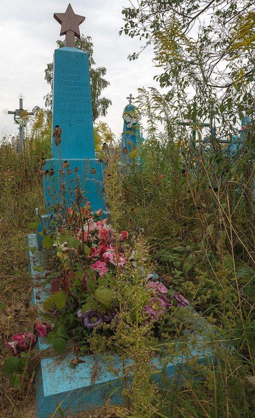с. Горки Новоград-Волынского р-на. Братская могила 7 советских воинов.