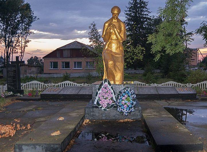 с. Гульск Новоград-Волынского р-на. Памятник воинам-односельчанам.