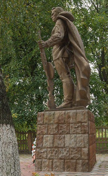 с. Ивашковка Новоград-Волынского р-на. Памятник воинам-односельчанам.
