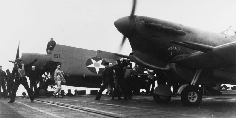 Истребитель «Спитфайр» готовится к взлету с авианосца «Уосп». 9 мая 1942 г.