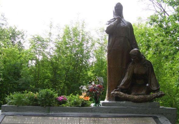 с. Киянка Новоград-Волынского р-на. Памятный знак погибшим односельчанам.