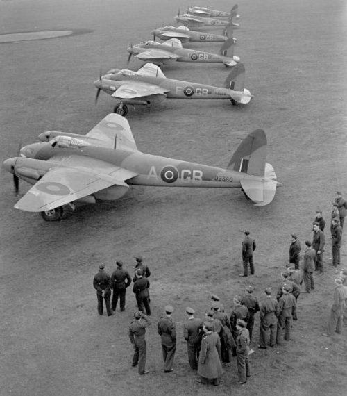 Многоцелевые самолеты «Москито» на аэродроме в Мархаме. Декабрь 1942 г.
