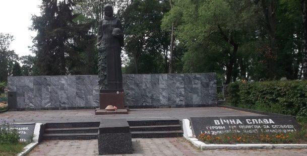 г. Новоград-Волынский. Мемориал советских воинов.