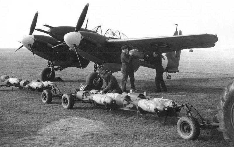Истребитель-бомбардировщик «Уирлуинд» Mk.I на авиабазе в Манстоне. Март 1943 г.