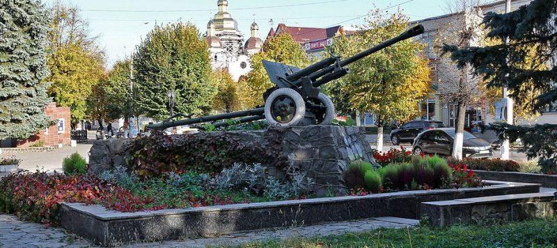 г. Новоград-Волынский. Памятный знак в честь военных соединений и частей, которые освобождали город.
