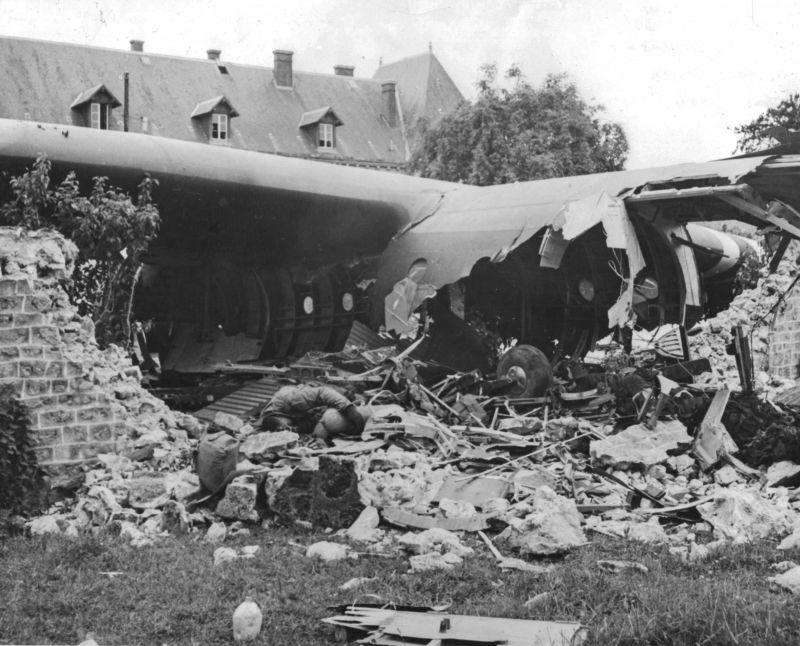 Десантный планер «Хорса», разбившийся при посадке. 6 июня 1944 г.