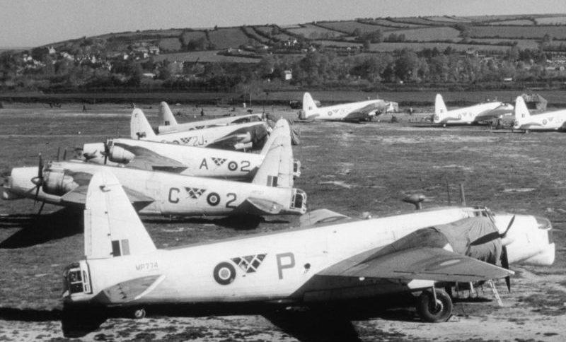Морские патрульные самолеты Виккерс «Веллингтон» GR Mk XIV на британской авиабазе Чивенор. Июнь 1944 г.