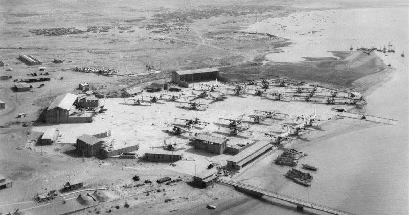 Вид с воздуха на гидроаэродром Королевских ВВС Великобритании Коранги-Крик в окрестностях Карачи в Британской Индии. Июль 1945 г.