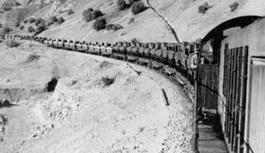 Поезд, идущий по трансиранскому маршруту, перевозящий грузы Ленд-лиза. Июнь 1943 г.