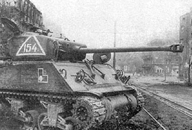 Советский M4А2 в Вене. Апрель 1945 г.
