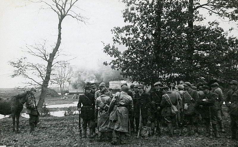 Боевики Армии Крайовой во время уничтожения украинского села Сагрынь.