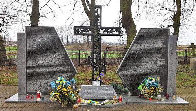 Памятник украинцам, погибшим в Сагрыни.