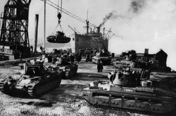 Погрузка танков «Матильда» для СССР в ливерпульских доках. 17 октября 1941 г.
