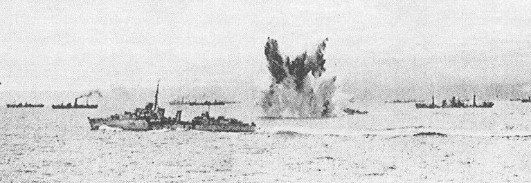 Атака немецкими самолётами эсминца «Eskimo» из конвоя PQ-18. Сентябрь 1942 г.
