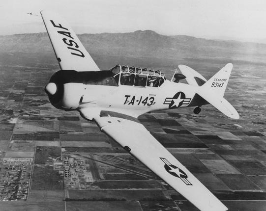 Американский лёгкий учебный самолёт. T-6 Тексан, поставляемый в СССР. 1942 г.