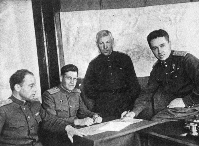 Командование 1-й перегонной авиационной дивизии ГВФ. 1942 г.