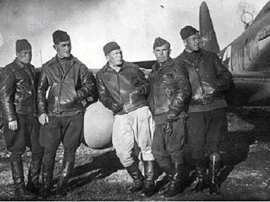 Пилоты 1-й перегонной авиационной дивизии ГВФ на авиатрассе Аляска-Сибирь (Ал-Сиб). 1942 г.