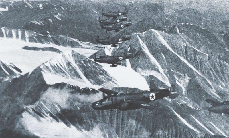 Группа Р-63 с лидером-бомбардировщиком В-25 над Верхоянским хребтом. 1942 г.