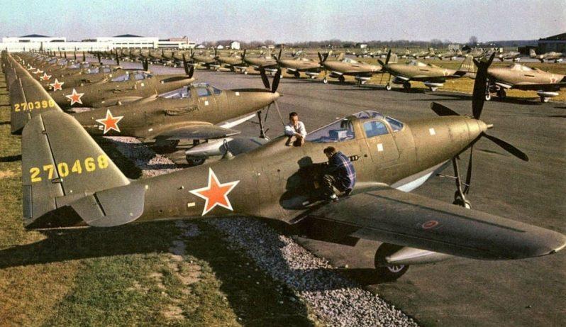 «Аэрокобры» на аэродроме Буффало перед отправкой в СССР. 1942 г.