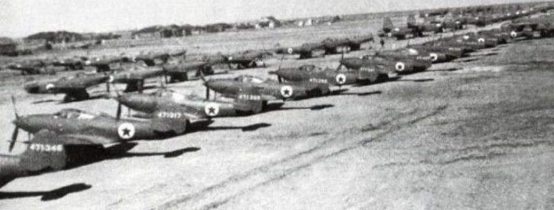 Самолеты, подготовленные для перегона на аэродроме Уэлькаль в ожидании погоды. 1942 г.